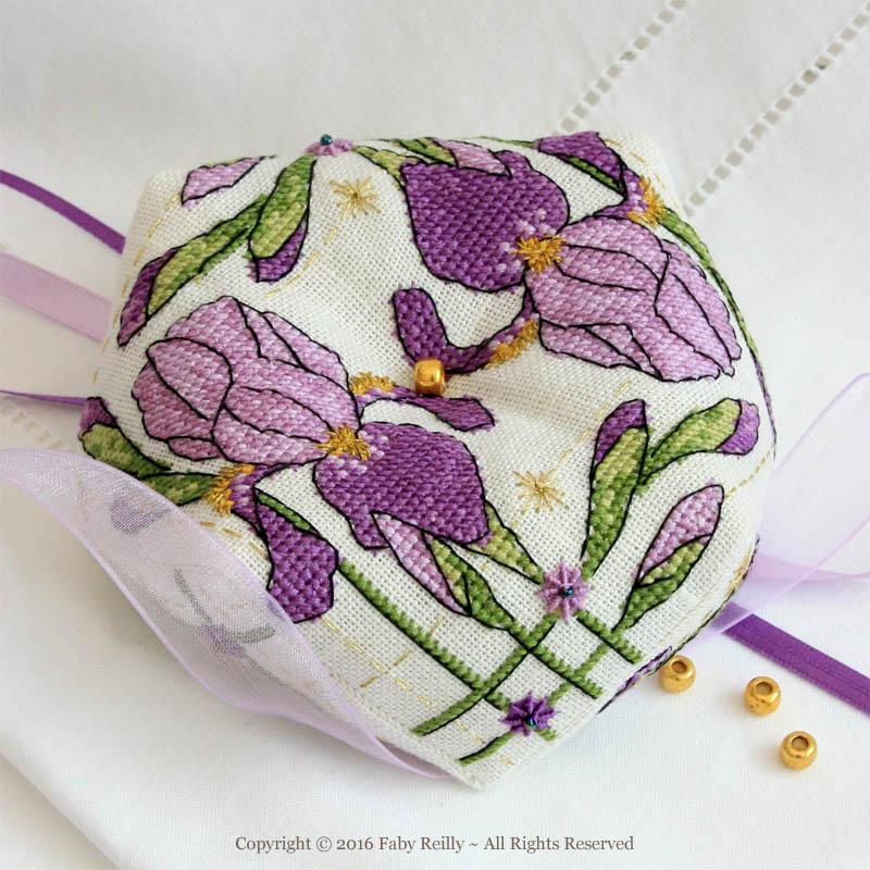Biscornu Iris Violet