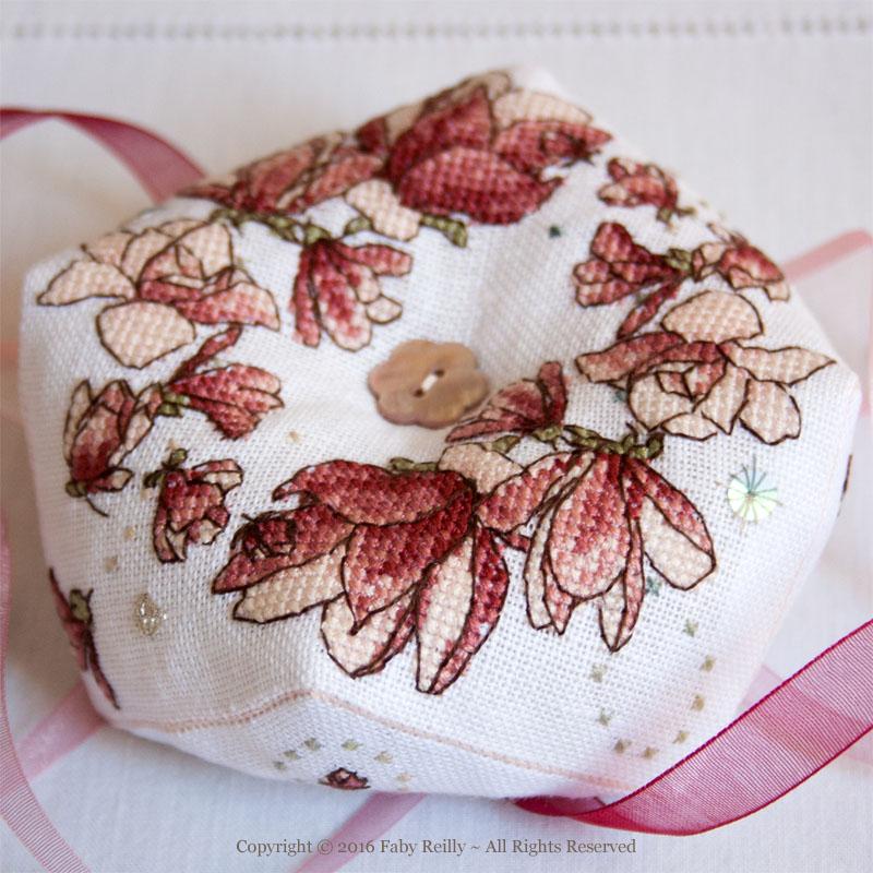 Biscornu Magnolia