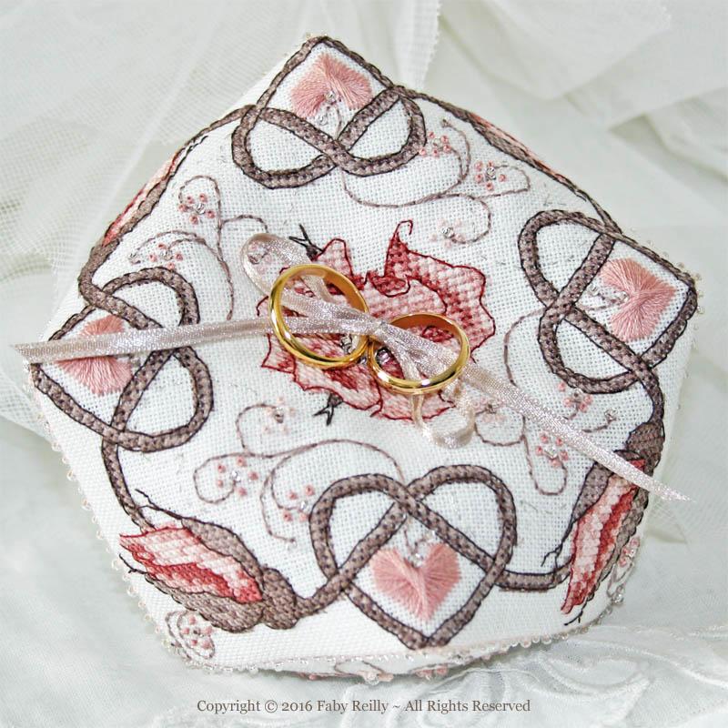 Biscornu Rose Sépia
