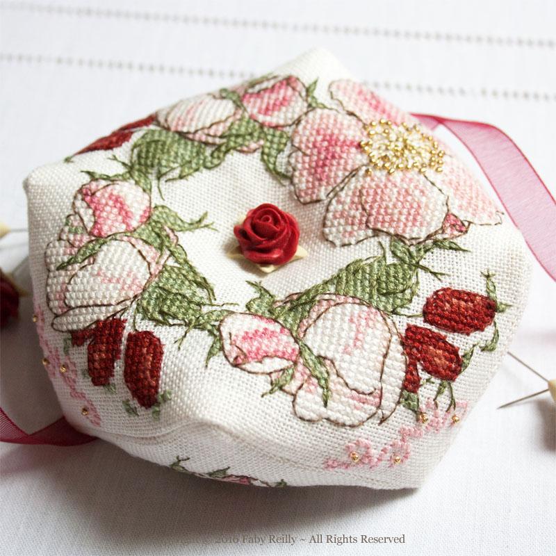 Biscornu Fleur d'Eglantine