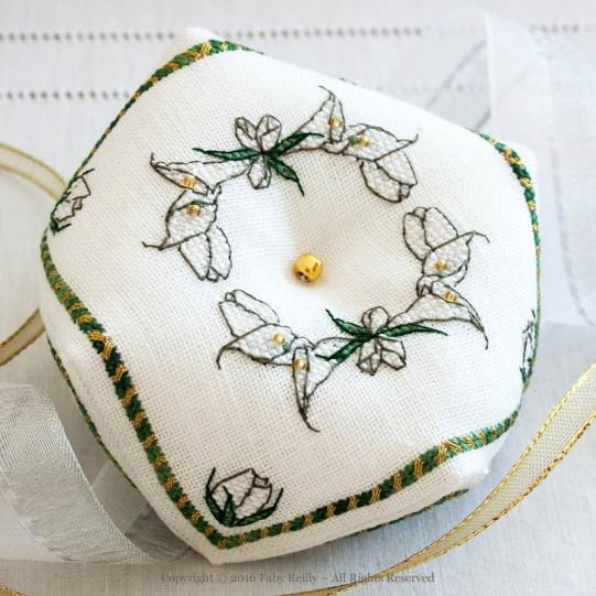 Biscornu Lys Blanc