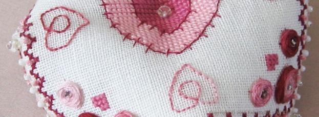 Biscornu Cœur - Faby Reilly Designs