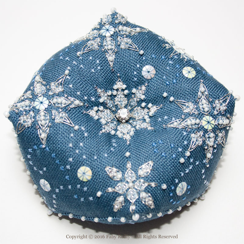 Biscornu Let it Snow - Faby Reilly Designs