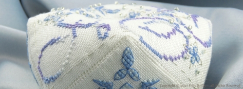 Biscornu Flocon Frosty - Faby Reilly Designs