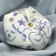 Biscornu Etoile Frosty - Faby Reilly Designs