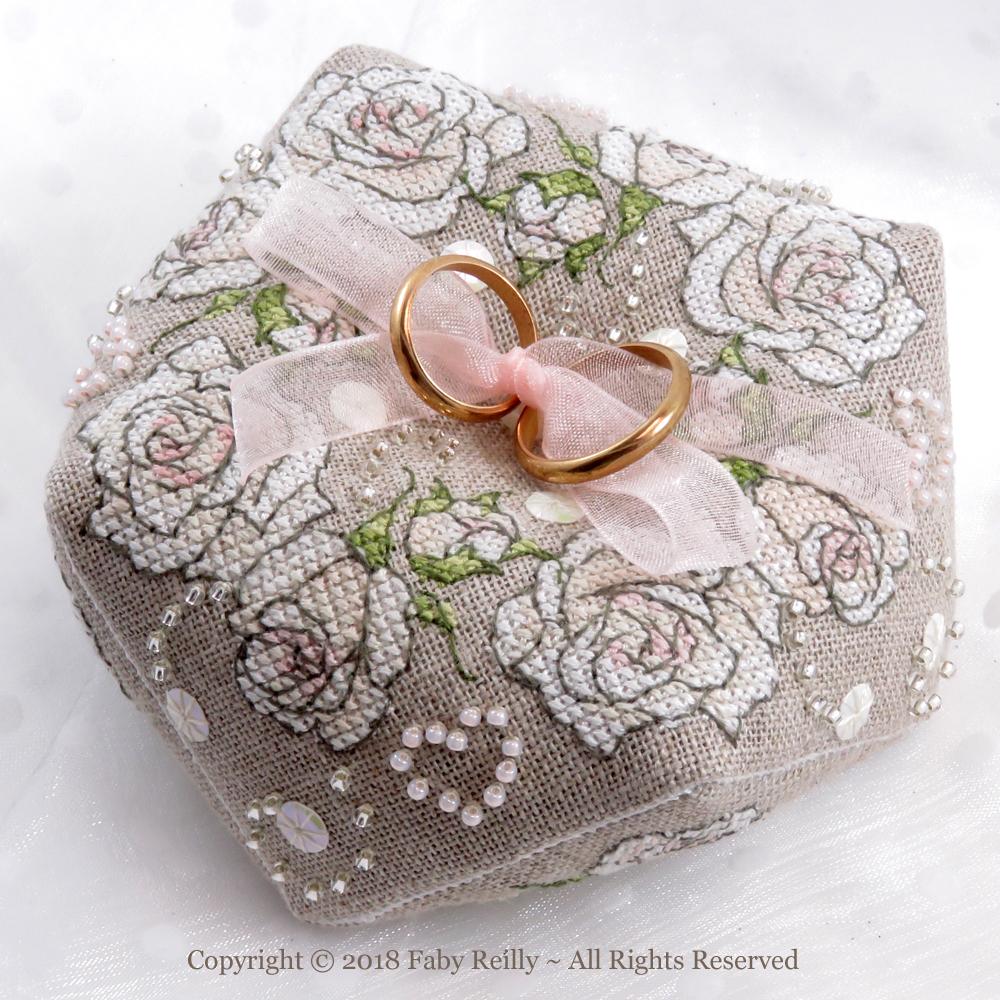Biscornu Il était une Rose - Faby Reilly Designs
